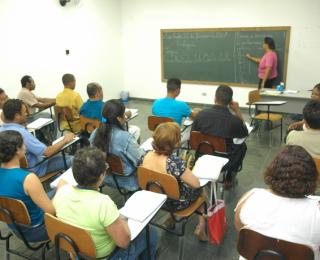 Ler e Escrever: combate ao analfabetismo e capacitação profissional