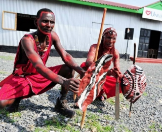 A Universal na tribo africana Maasai